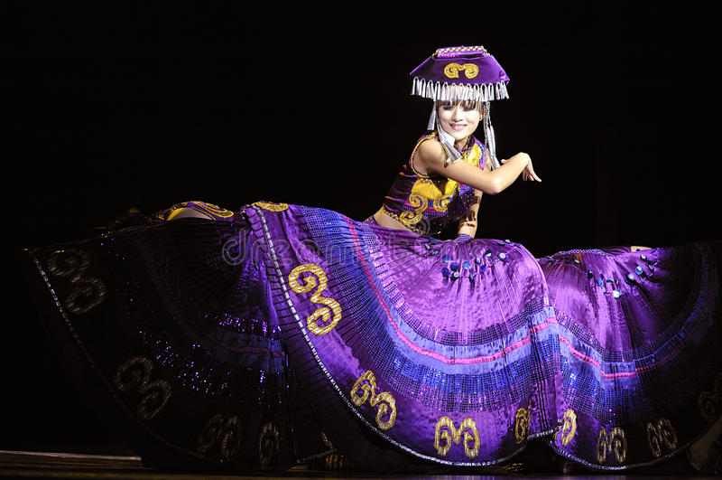 Danzatore etnico cinese di Yi fotografia stock