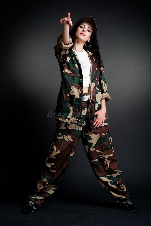 Danzatore freddo in uniforme militare immagini stock libere da diritti