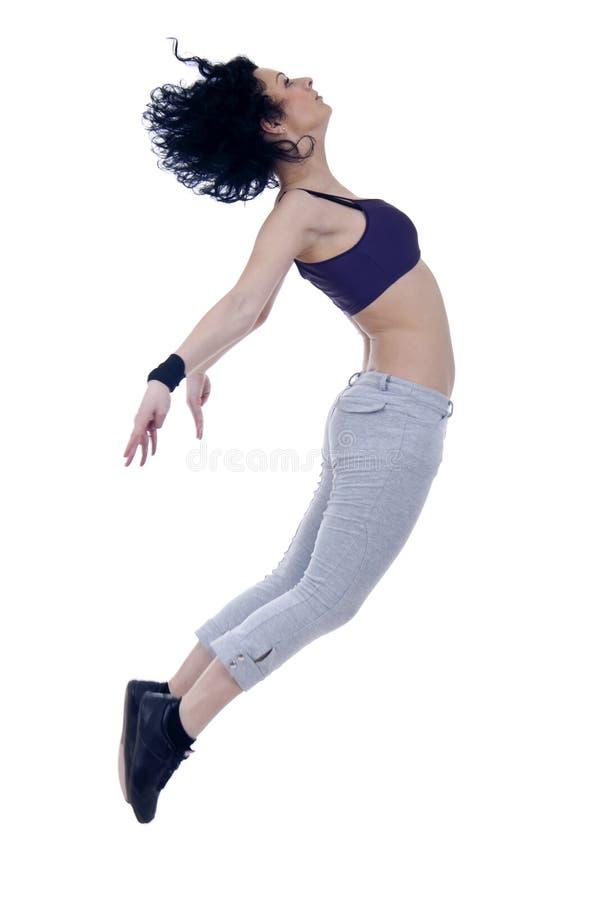 Danzatore moderno di stile che propone sulla priorità bassa dello studio immagini stock
