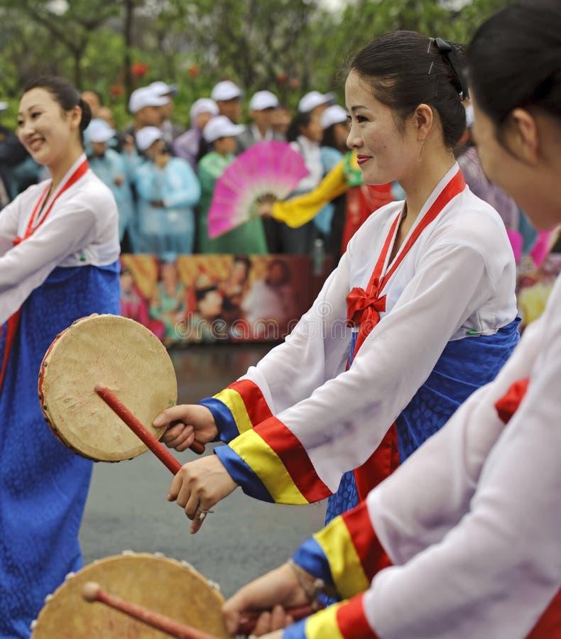 Danzatori di piega nordcoreani di Pyongyang fotografia stock