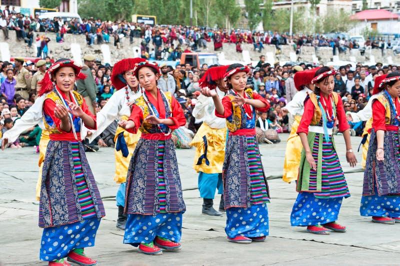 Danzatori di piega tibetani fotografie stock libere da diritti