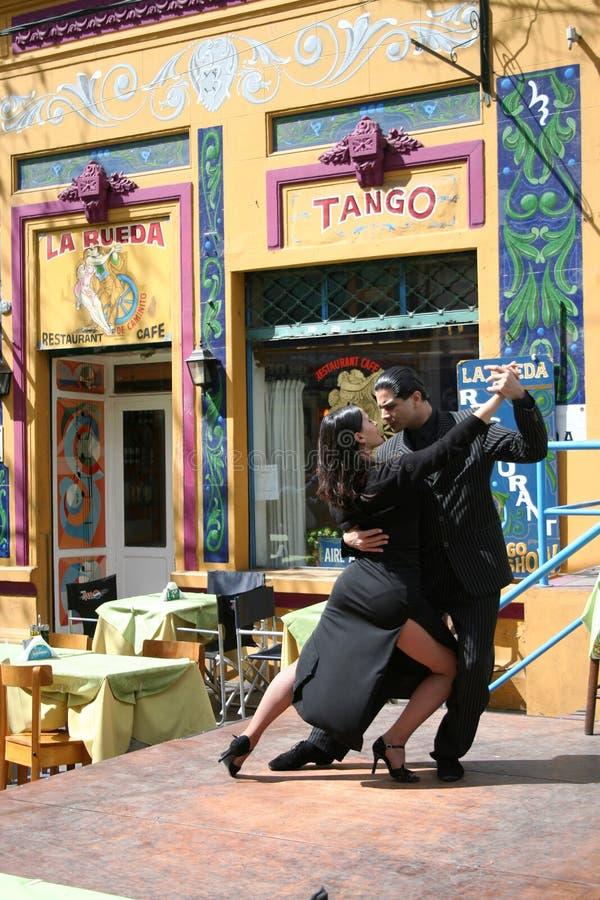 Danzatori di tango in La Boca Buenos Aires Argentina immagini stock libere da diritti