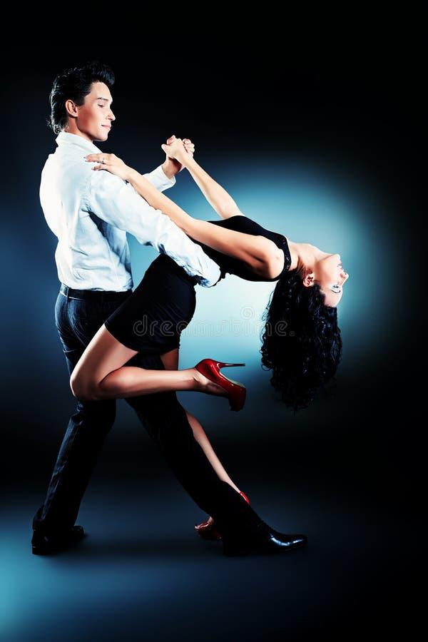 Danzatori latini immagine stock
