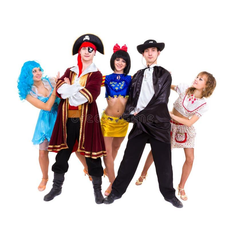 Danzatori nella posizione dei costumi di carnevale immagini stock libere da diritti