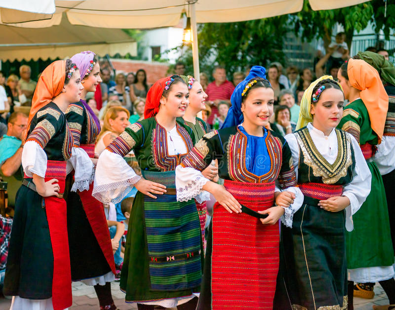 Danzatori serbi immagini stock libere da diritti