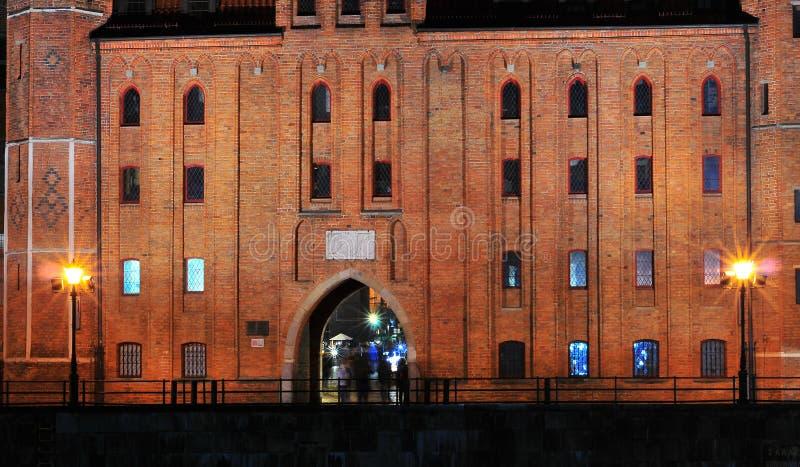 Danzica, Polonia, il 2 dicembre 2017 Portone di Mariacka St Mary del Brama a nioght fotografia stock libera da diritti
