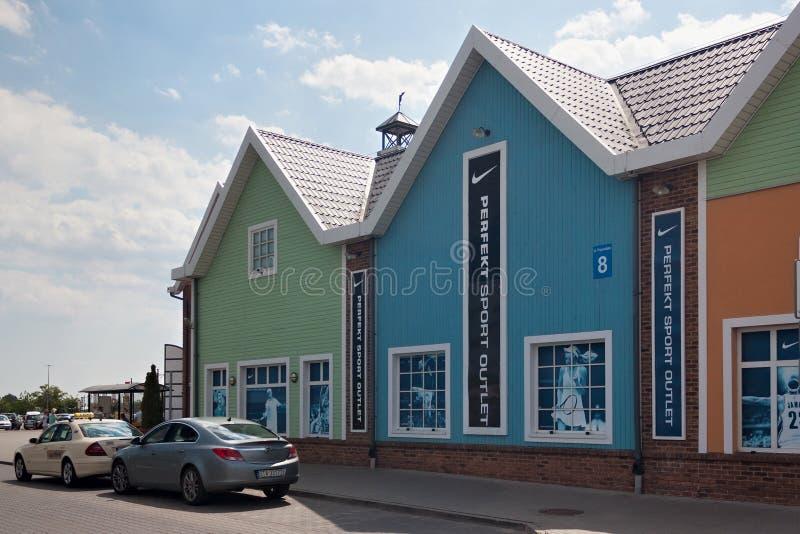 DANZIG, POLOGNE - 7 JUIN 2014 : Centre moderne de débouché de Chambre de mode images libres de droits