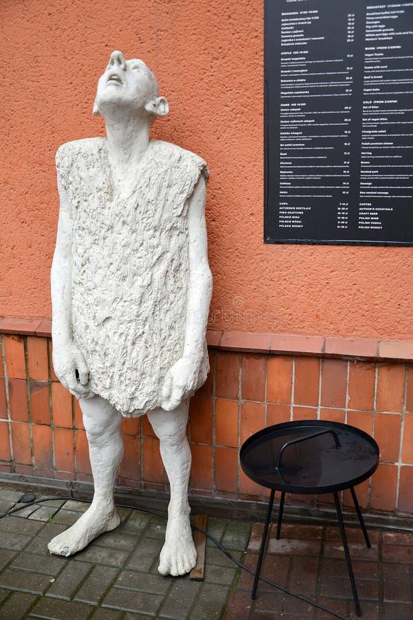 Danzig, Pologne La sculpture de l'homme avec la tête a augmenté  image libre de droits