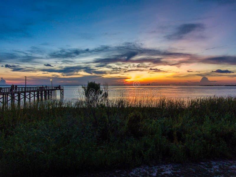Daphne, por do sol de Alabama na costa do golfo foto de stock