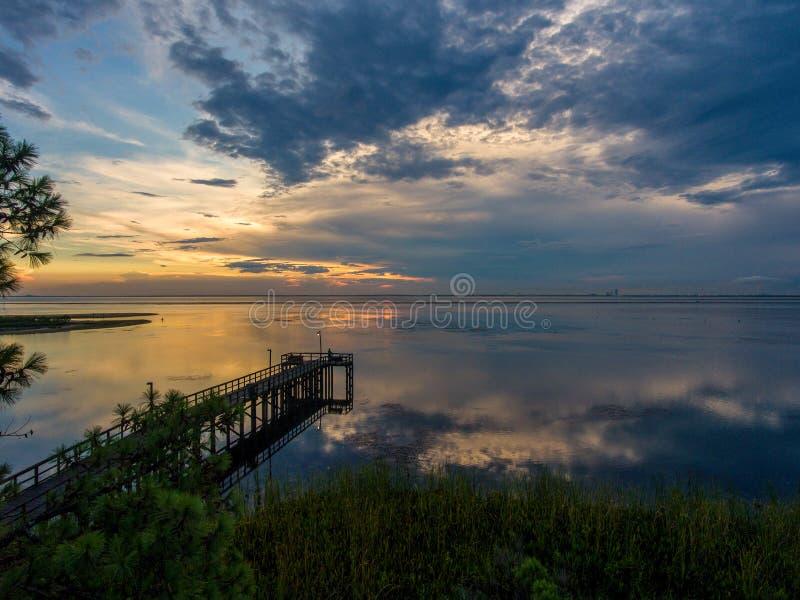 Daphne, por do sol de Alabama na costa do golfo imagens de stock