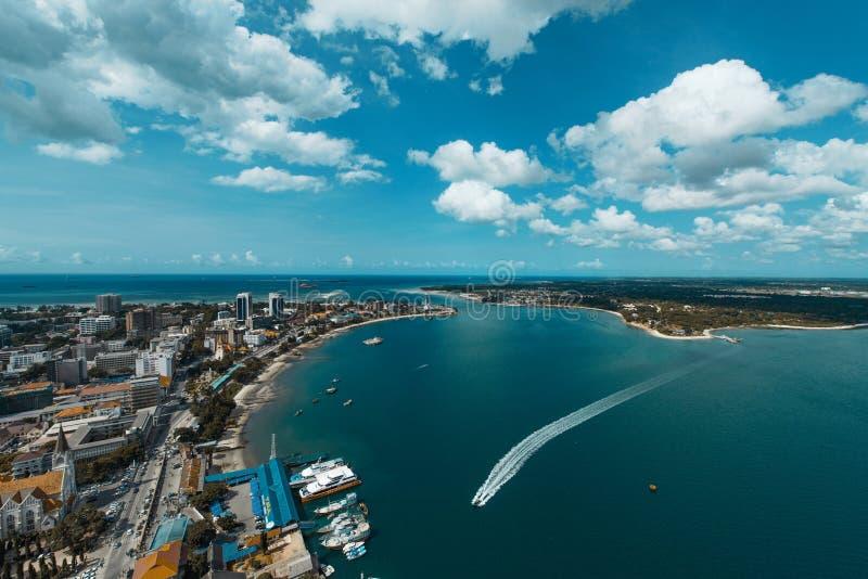Dar Es Salaam Port av tillträdeet arkivfoton