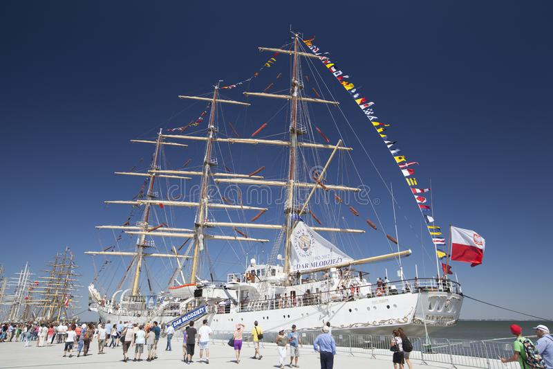 Dar Mlodziezy przy Wysokim statku festiwalem Lisbon, Portugalia, 2012 fotografia stock