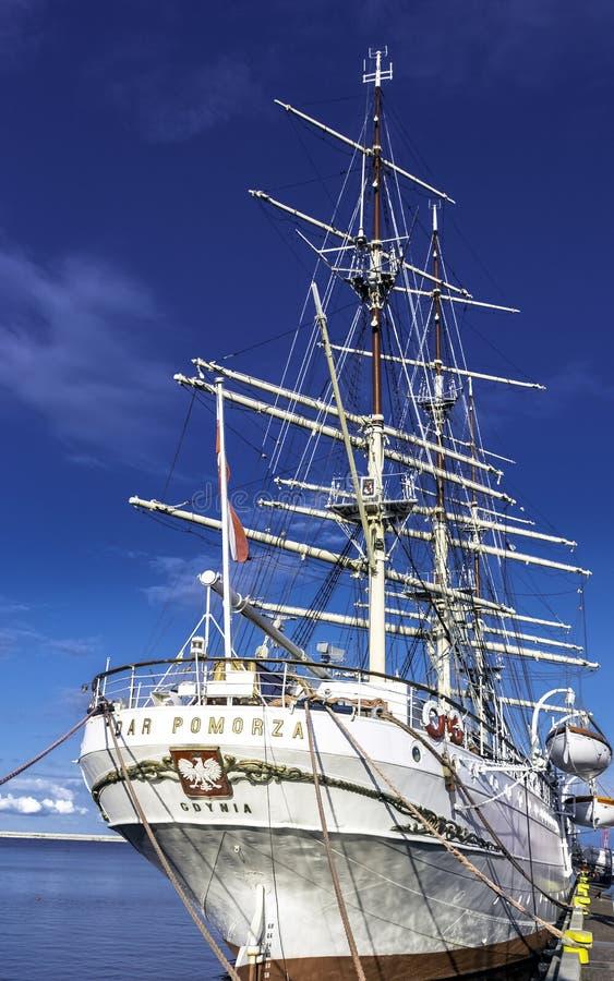 Dar Pomorza English: Gåvan av Pomerania är ett polskt full-riggat segla skepp som byggs i 1909 som bevaras i Gdynia som a fotografering för bildbyråer