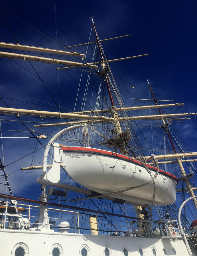 Dar Pomorza Tall Ship dans le port de Gdynia image stock