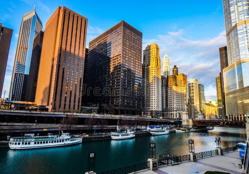 Dar uma volta em Chicago no rio imagens de stock royalty free