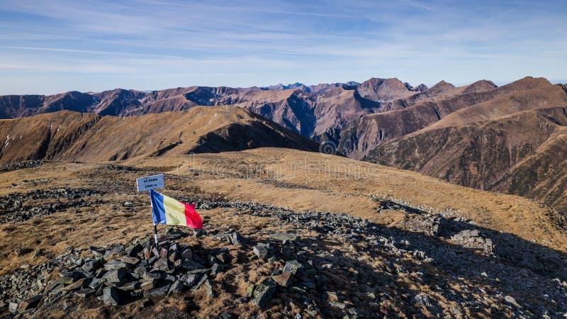 Dara Peak em montanhas de Fagaras imagens de stock