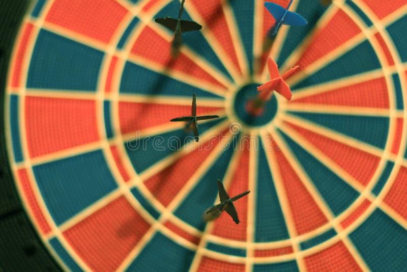 Download Darde Des Flèches Au Centre De Cible Photo stock - Image du dartboard, loisirs: 77152568
