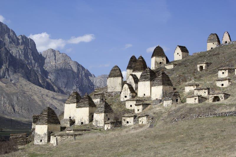 Dargavs norr Ossetia, Ryssland Staden av dödaen är en forntida nekropol royaltyfri bild
