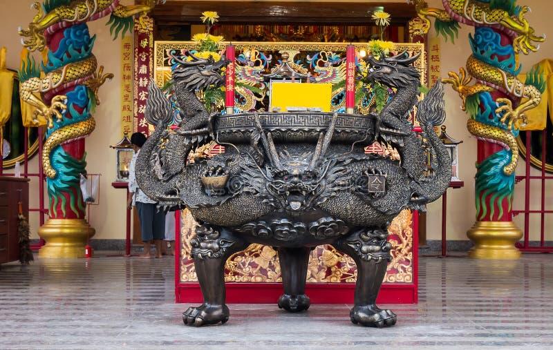dargon kadzidłowy palnik w świątyni zdjęcia stock