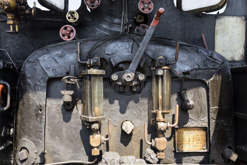 Darjeeling, Индия, 3-ье марта 2017: Крупный план боилера огня локомотива пара стоковые изображения rf