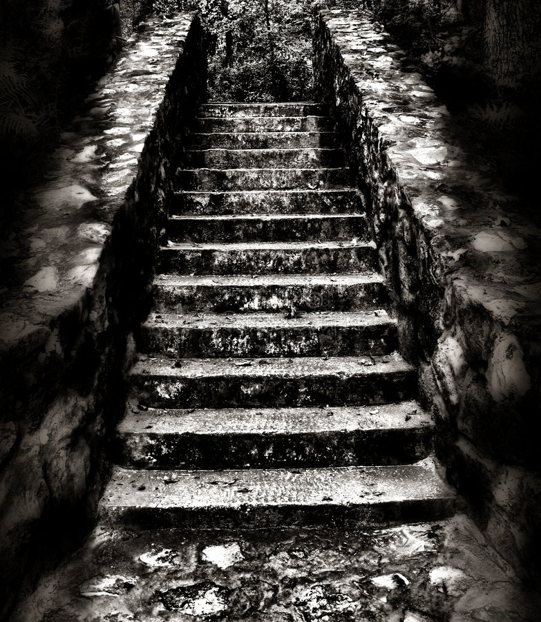 Free Dark And Eerie Staircase Royalty Free Stock Images - 3628269