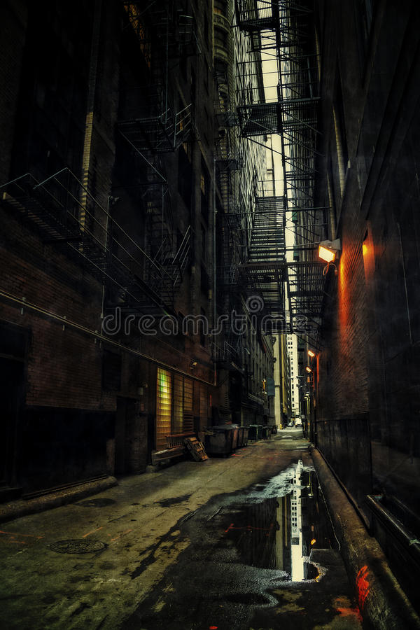 Free Dark City Alley At Night Royalty Free Stock Photography - 95533507