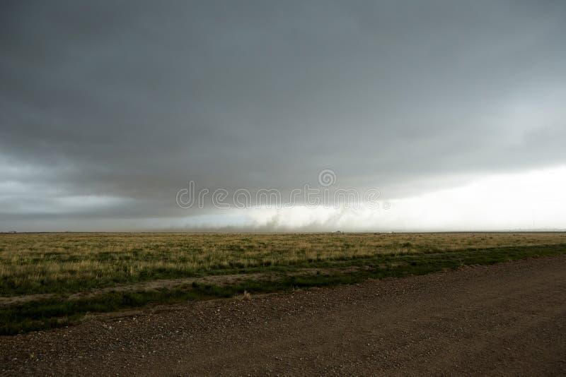 Dark die trechterwolken in Kansas bedreigen royalty-vrije stock afbeelding