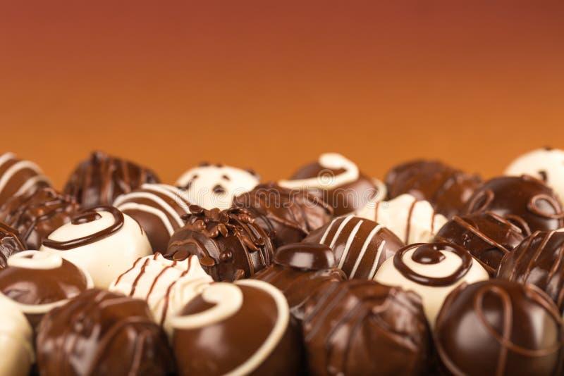 Dark, melk en witte chocoladesuikergoed/pralines stock foto's