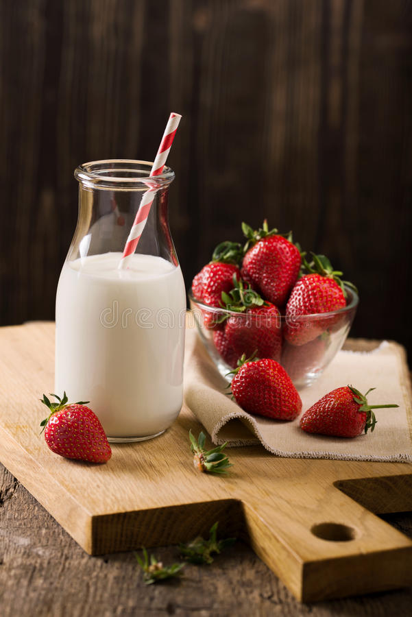Free Dark Still Life With Milk And Strawberry On Rough Wood Royalty Free Stock Images - 71571349