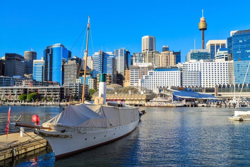 Darling Harbour, Sydney, Australien, mit historischer Yacht stockfoto