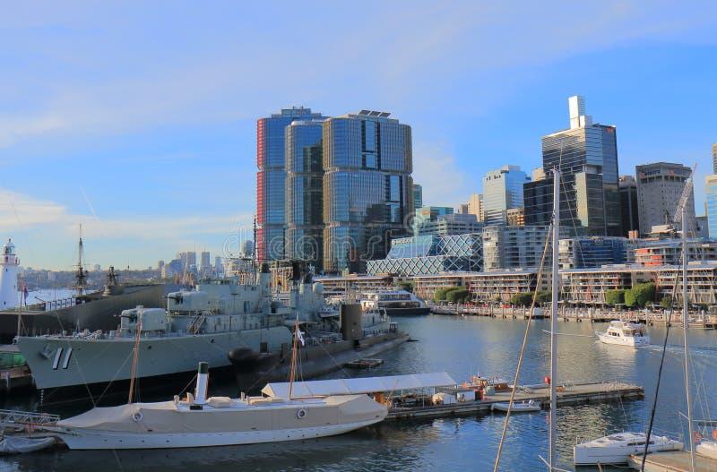 Darling Harbour Sydney för krigskepp cityscape Australien royaltyfria foton