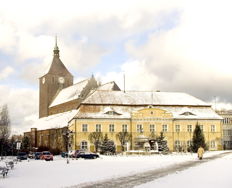 Darlowo Kirche und Rathaus lizenzfreies stockbild