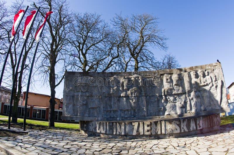 Darlowo, Polonia - monumento de la Segunda Guerra Mundial del poste imagen de archivo