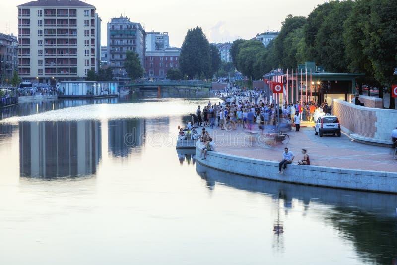 Darsena, de stad van Milaan, de zomernacht Het beeld van de kleur royalty-vrije stock fotografie