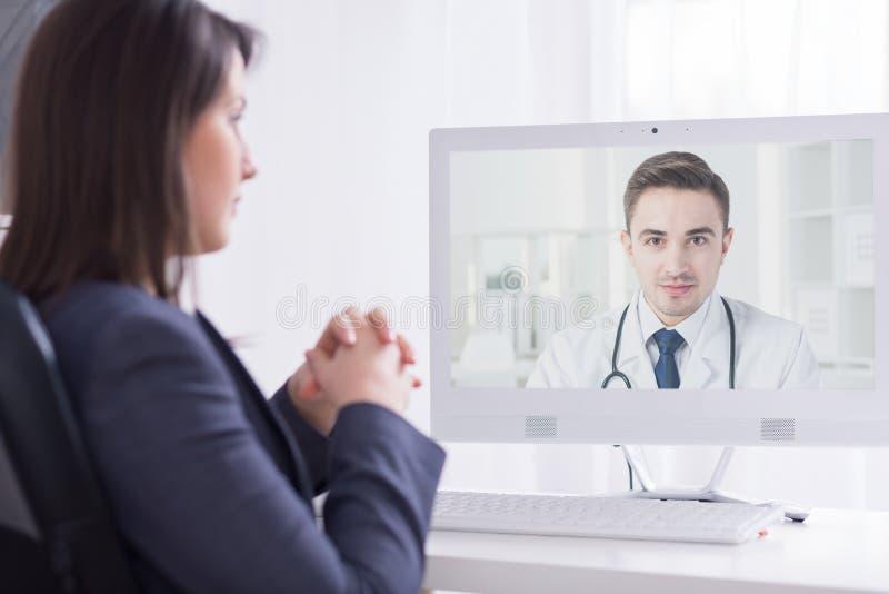 Darstellen seiner Berufserfahrung einem medizinischen Direktor lizenzfreies stockbild