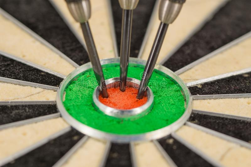 dart in bull& x27;s eye, close up stock images