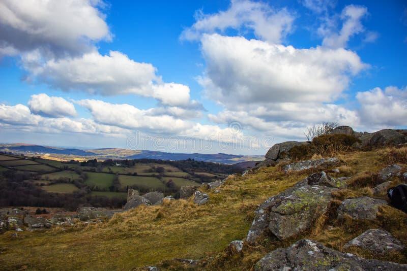 Dartmoor via av Manaton royaltyfria foton