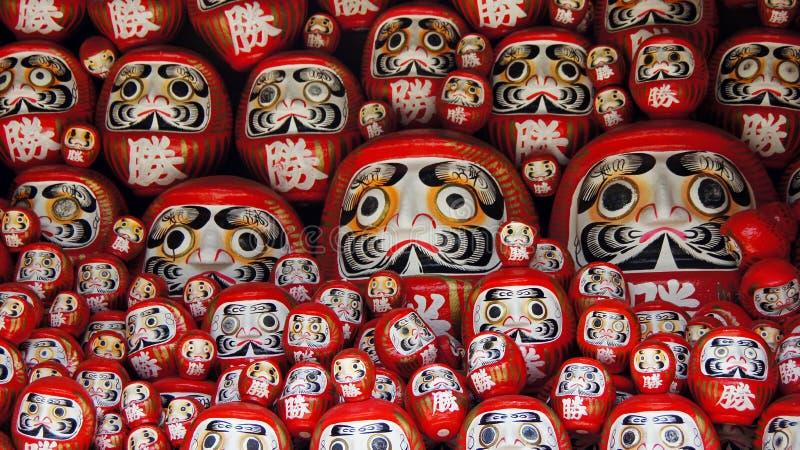 Daruma dockor av den Katsuoji templet i Japan royaltyfri bild