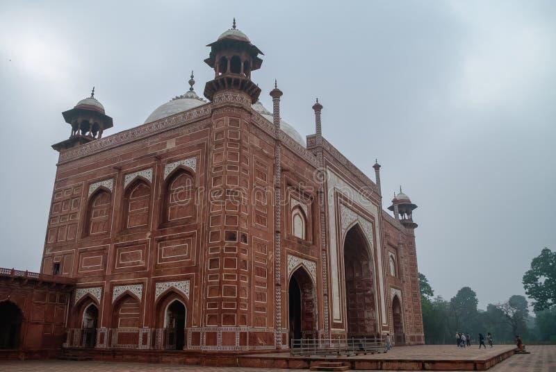 Darwaza-i rauza oder das große Gatter Zugang zu Taj Mahal, AGR lizenzfreie stockfotos