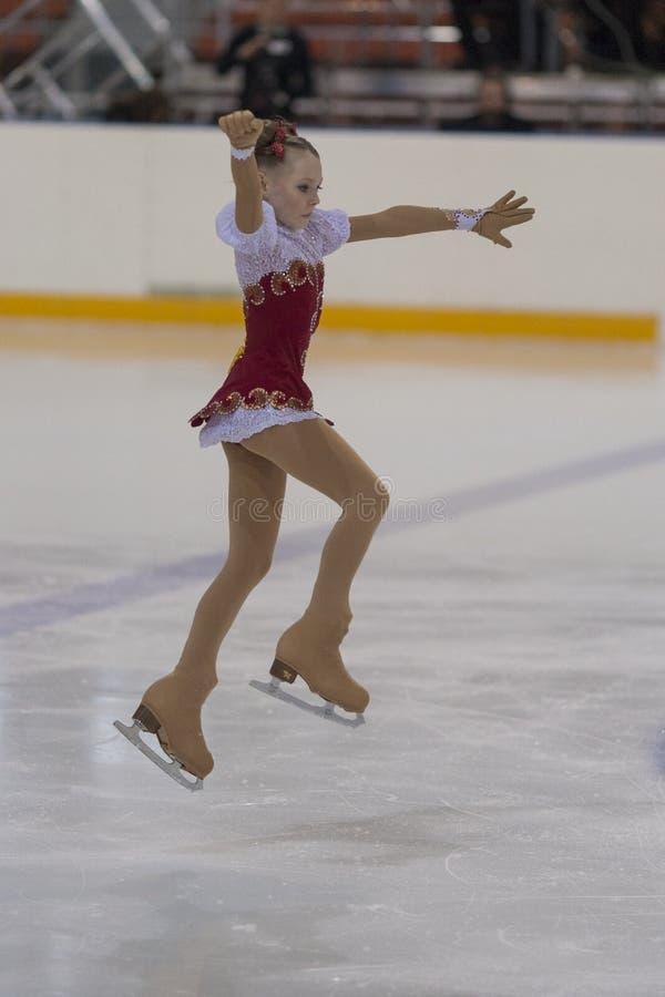 Darya Podosenova dalla Russia esegue il programma pattinante libero delle ragazze bronzee della classe III fotografia stock libera da diritti