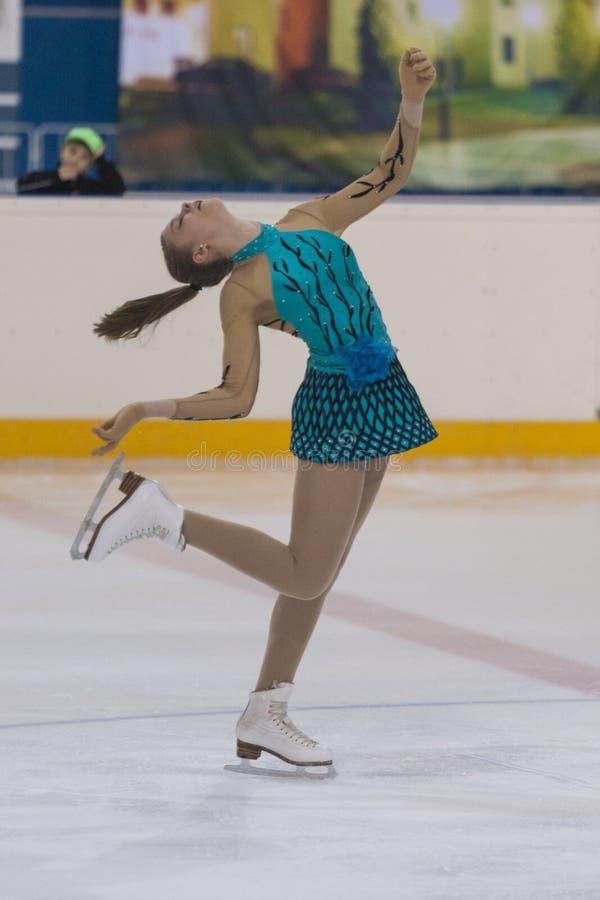 Darya Sopko dalla Russia esegue il programma pattinante libero delle ragazze della classe V dell'oro sul campionato nazionale di  fotografia stock libera da diritti