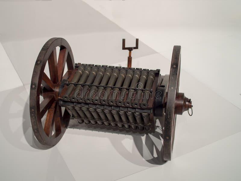 Das épocas medievais inventadas arma mortal do canhão fotografia de stock royalty free