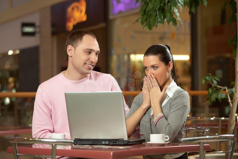 Download Das überraschte Mädchen Im Kaffee Stockbild - Bild von überraschung, konzentration: 9098157