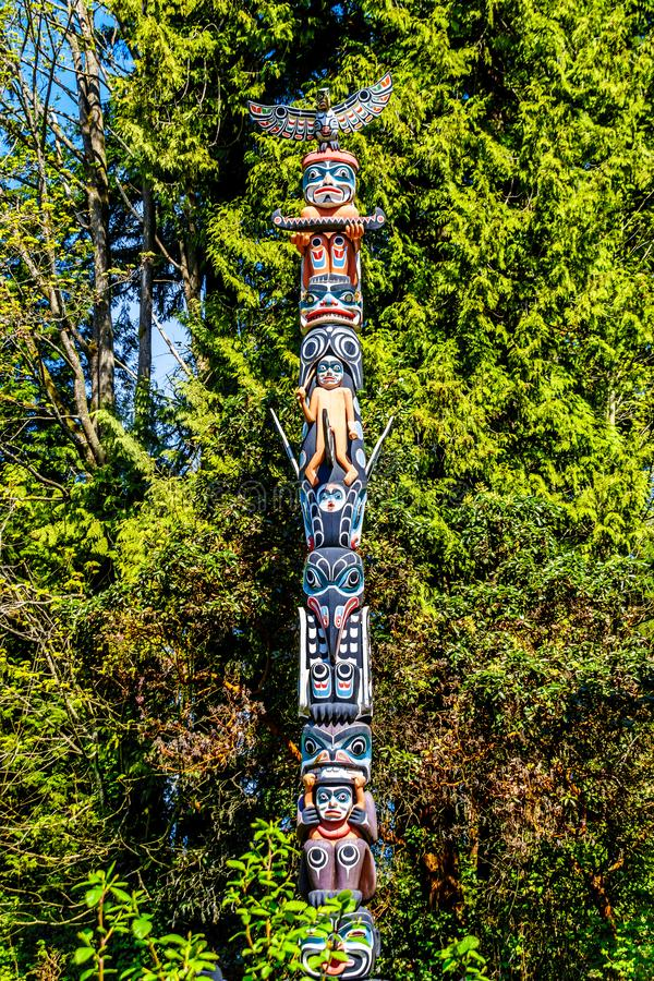 Das 'GA 'akstalas Totempfahl 'in Stanley Park, Vancouver, Ca lizenzfreie stockfotos
