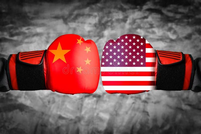 Das abstrakte Bild des Geschäftsmannes, der eine boxende Handschuhüberlagerung mit Stadtbild und Chinesen, USA trägt Flaggenbild  vektor abbildung