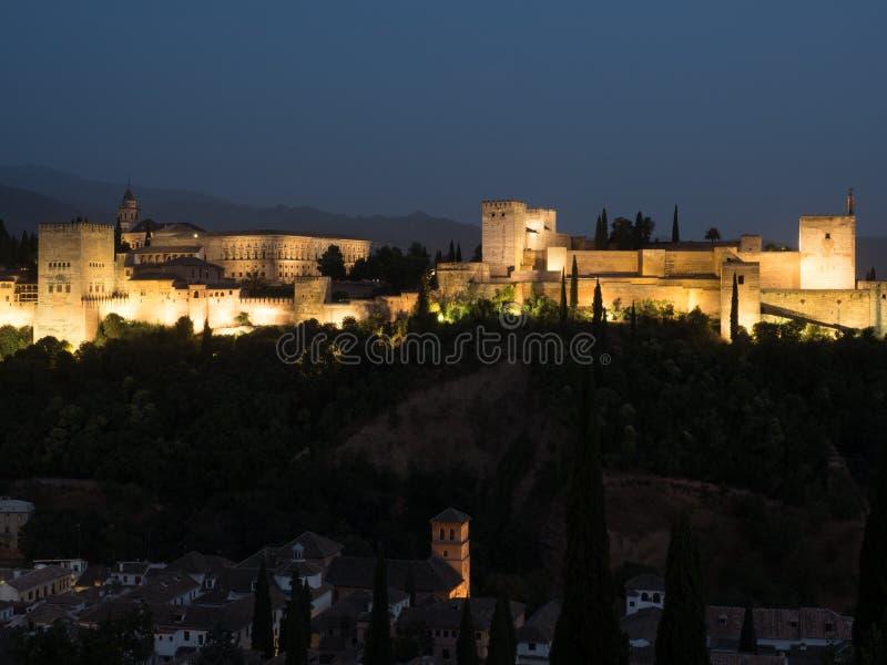 Das Alhambra in Granada nachts lizenzfreie stockfotografie