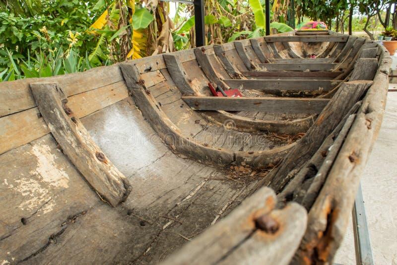 Das alte hölzerne Schiff beschädigt lizenzfreies stockbild