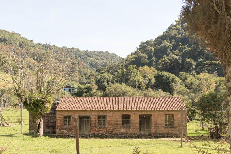 Das alte Haus von Immigrantziegelsteinen stockbild