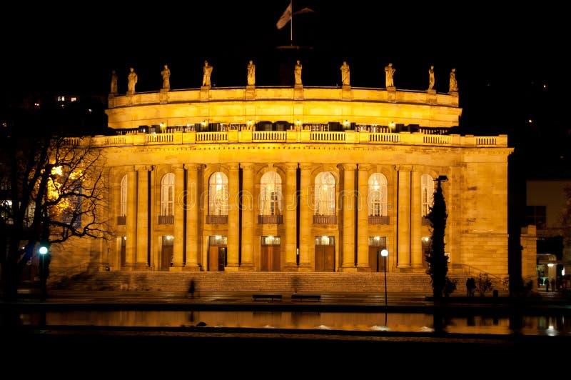 Das alte Opernhaus in Stuttgart nachts stockfotos