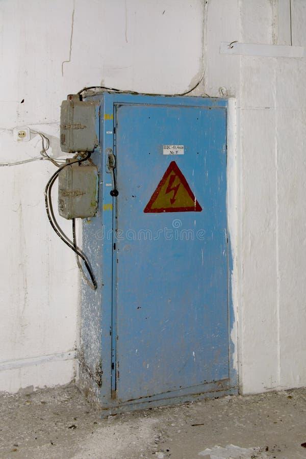 Das alte verlassene elektrische verteilende Brett lizenzfreie stockfotos